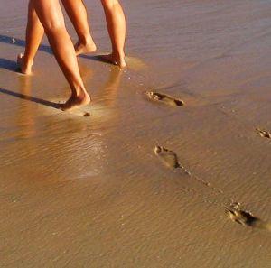 Feet is sand sisters